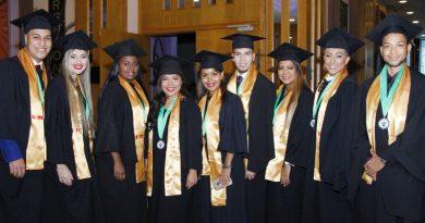 Ceremonia de graduación de la Facultad de Ciencias Médicas y de Salud